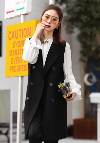 衣饰馨语2017春季新款女士马夹背心韩版中长款双排扣西装领时尚马夹外套