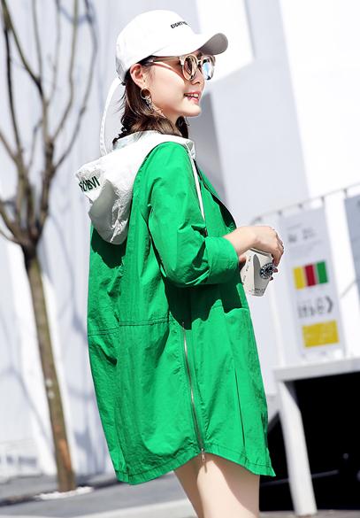 衣饰馨语2017夏装新款欧洲站中长款宽松休闲百搭连帽拼接女士防晒薄外套潮