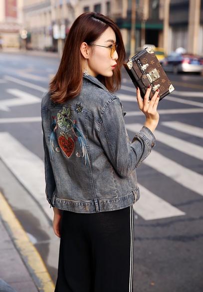 衣饰馨语2017秋装新款韩版修身显瘦做旧牛仔衣女时尚刺绣牛仔短外套(3.20下架 )