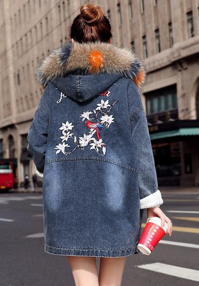 衣饰馨语2017冬新款加绒加厚连帽刺绣牛仔棉衣女中长款宽松彩色大毛领棉服