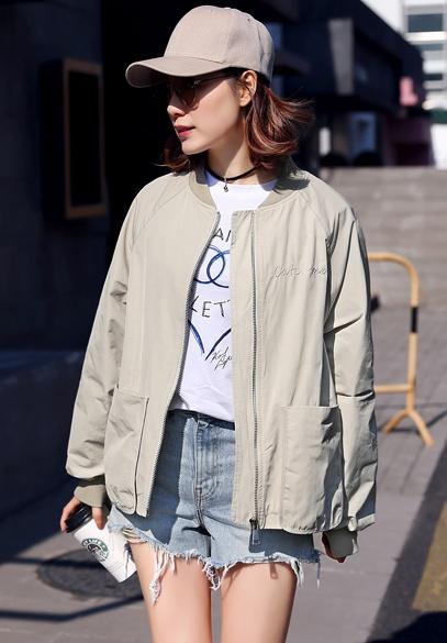 衣饰馨语2018春季新款韩版时尚绣花棒球服女士长袖宽松短外套