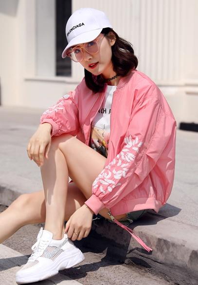 衣饰馨语2018春夏新款韩版时尚鳞片图案防晒衣女短款棒球服夹克薄外套