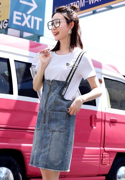衣饰馨语2018夏季新款女士牛仔背带裙女韩版修身显瘦背带短裙T恤两件套