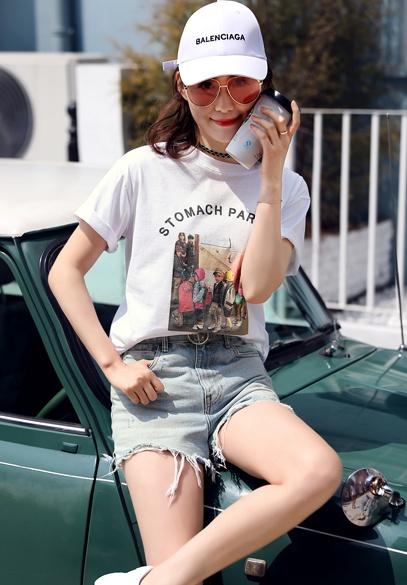衣饰馨语2018春夏新款时尚宽松女士上衣人物印花白色休闲短袖T恤