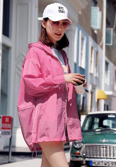 衣饰馨语2018夏季新款韩版中长款宽松连帽防晒衣女字母印花防晒服薄外套