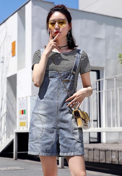 衣饰馨语2018夏季新款韩版时尚牛仔背带短裤女修身显瘦连体裤条纹T恤两件套