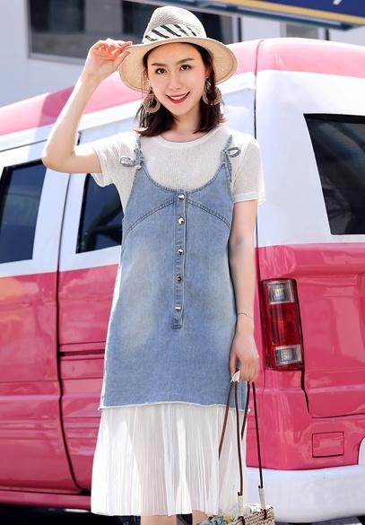 衣饰馨语2018夏季新款时尚减龄牛仔吊带裙女士韩版网纱拼接牛仔连衣裙