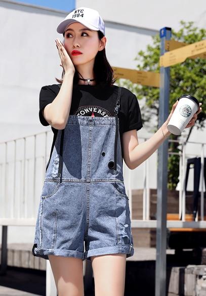 衣饰馨语2018夏季新款翻边吊带牛仔短裤女时尚减龄背带连体裤潮