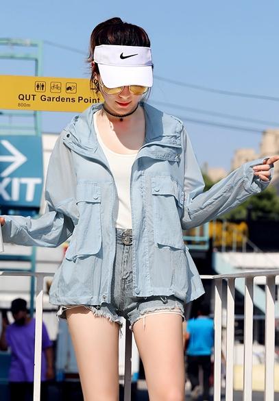 衣饰馨语2018夏季新款韩版时尚大口袋女士防晒衣短款宽松连帽防晒服薄外套