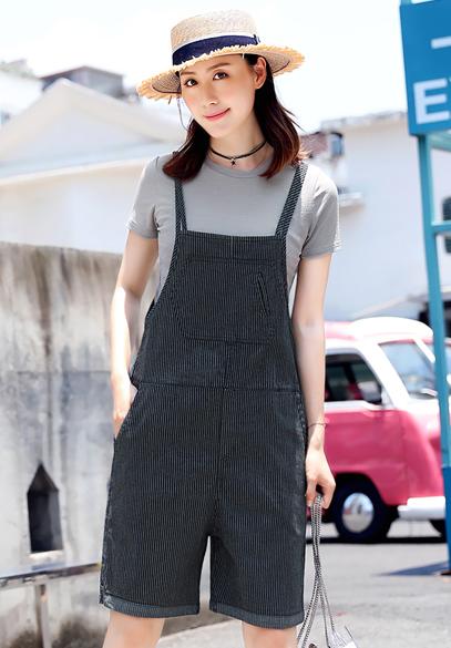 衣饰馨语2018夏季新款条纹牛仔背带五分裤女短袖T恤+弹力背带裤两件套