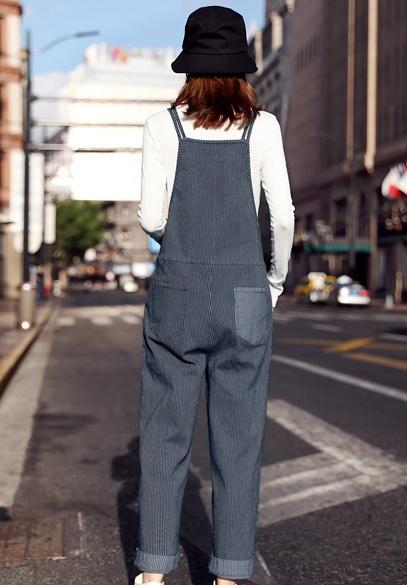 衣饰馨语2018秋装新款弹力条纹牛仔背带裤女减龄百搭长袖T恤吊带裤两件套