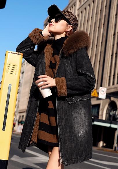 衣饰馨语2018冬新款韩版中长款狐狸毛领连帽牛仔棉衣外套女牛仔棉服