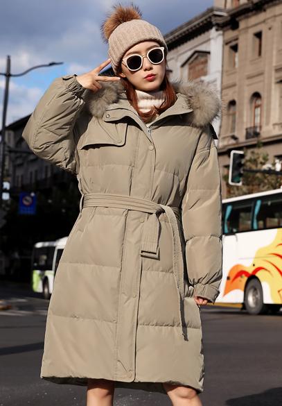 衣饰馨语2018冬新款韩版中长款加厚大毛领羽绒服女时尚连帽宽松羽绒衣外套(下架)