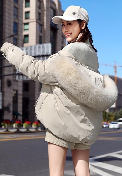 衣饰馨语2018冬季新款韩版时尚斗篷型连帽羽绒服女大毛领加厚羽绒短外套潮